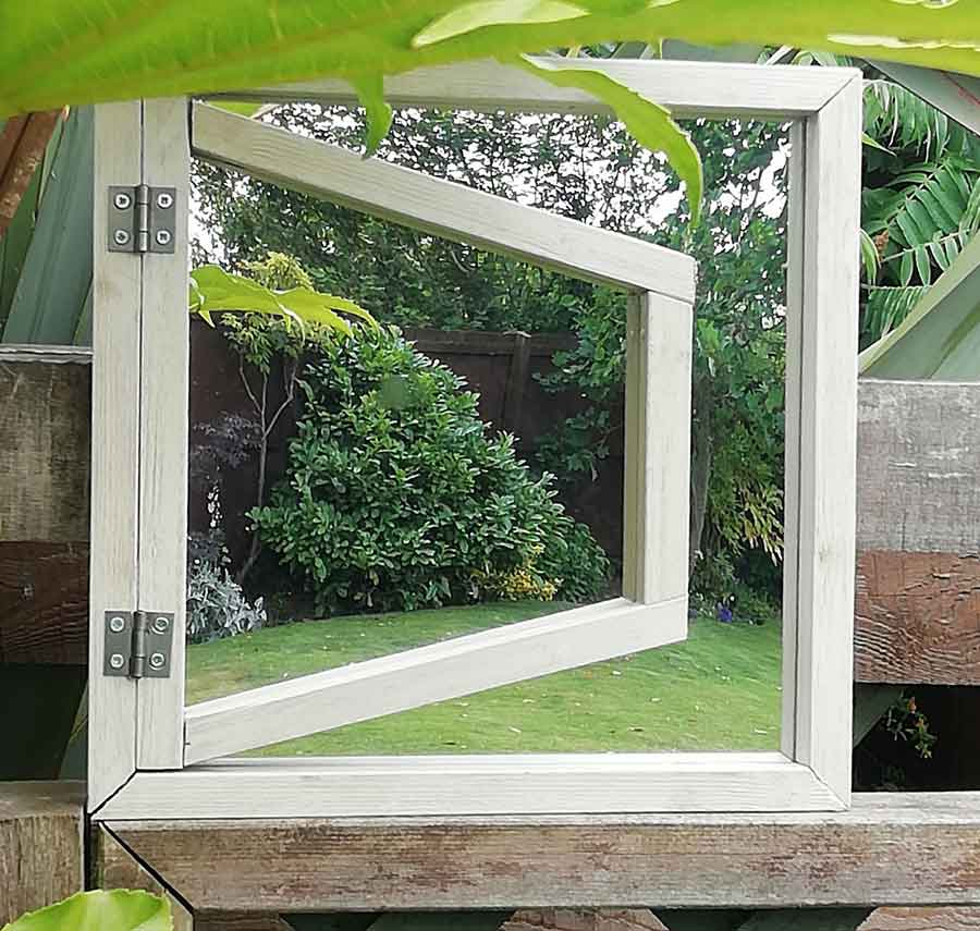Mirrors in the Garden: how to create Magical Illusions