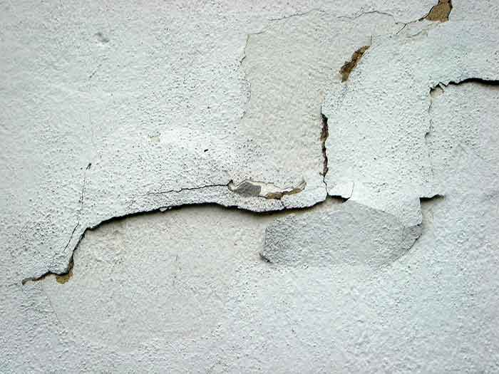 Cracks in the plaster: causes and solutions