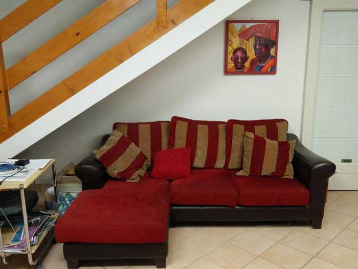 The sofa under the stairs: pros and cons