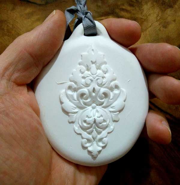 How to cast small objects in plaster of Paris